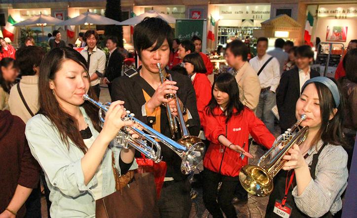 憧れの楽器に触れてみよう。楽器体験イベント「聴いて触って、思いっきり音楽!」