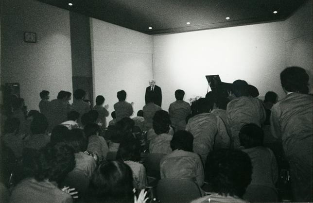 1979年のヤマハ本社ピアノ工場でのリサイタル。
