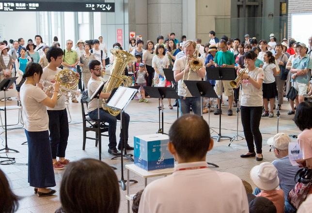 JR札幌駅での「PMFブラス・アンサンブル演奏会 第126回JR TOWER 妙夢コンサート」(2014年7月31日)。