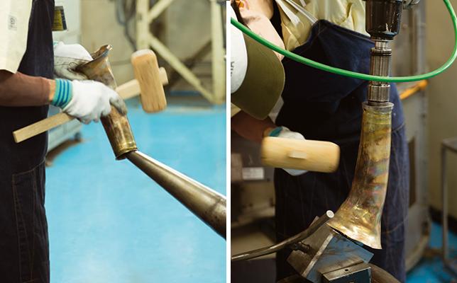 数ある工程のなかで、職人によって何度も何度も叩かれるベルの成型はフラッグシップモデルならでは。