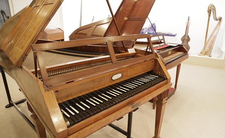 上野学園大学 楽器展示室」- Web音遊人