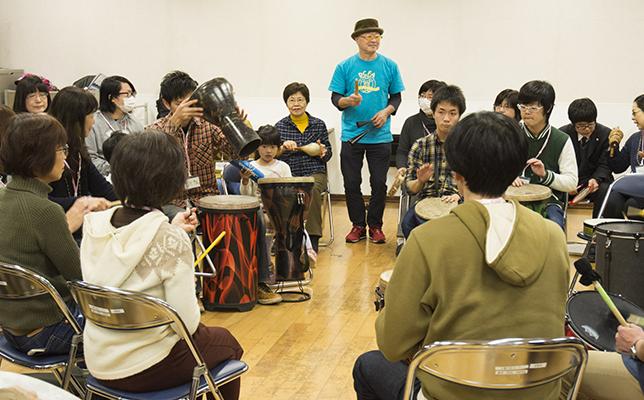 打楽器の即興演奏を楽しむドラムサークルの普及に努める/ドラムサークルファシリテーターの仕事(前編)