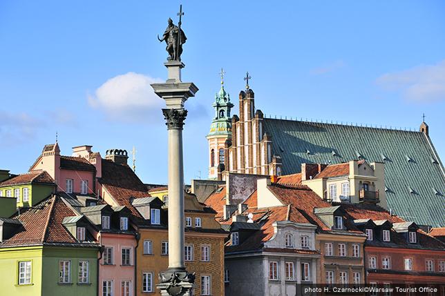 世界遺産にも登録されているワルシャワ最古の歴史地区。戦後、街の復元には専門家のみならず一般市民も作業に従事した。 - Web音遊人