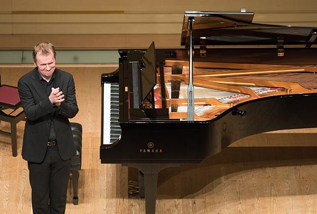 奏者と楽器と空間、三者がみごとに交わり、メシアンの音楽を包み込む/スティーヴン・オズボーン