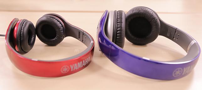 耳にのせるように装着する「オンイヤー型」と、耳をすっぽり覆う「オーバーイヤー型」