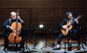 穏やかに話すギター、救いを感じるチェロ。心ほぐれる空間に浸る/伊藤ゴローとジャキス・モレレンバウムのジョイントコンサート