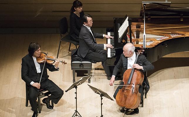 徳永二男(ヴァイオリン)、堤剛(チェロ)、練木繁夫(ピアノ)
