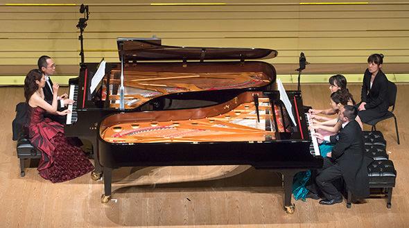 ヤマハCFX2台による10手連弾からソロまで奏者5人が一堂に会して、ピアノ尽くしの演奏会