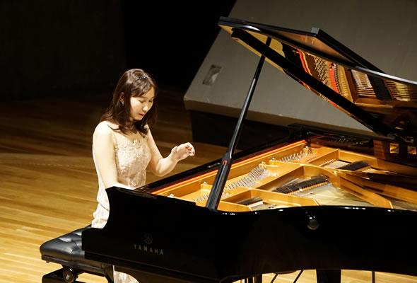 高橋多佳子ピアノコンサート ピアノと対話するように描き出された色彩感