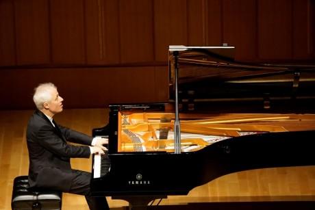 パスカル・ドゥヴァイヨン氏ピアノ・リサイタル 円熟したピアニズムで作品の本質に迫る