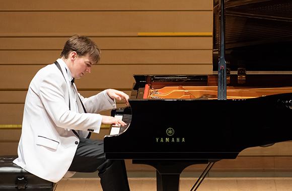 日本とポーランドの国交樹立100周年を記念して、珠玉のショパン・プログラムを披露 ~グジェゴシュ・ニェムチュク ピアノ・リサイタル