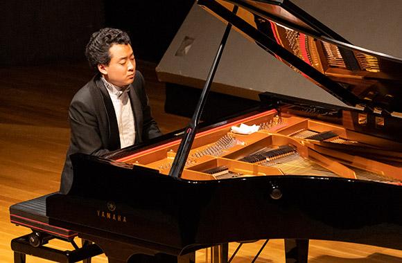 俊英ピアニストの魅力を多彩なプログラムで聴く~鈴木隆太郎 ピアノ・リサイタル~