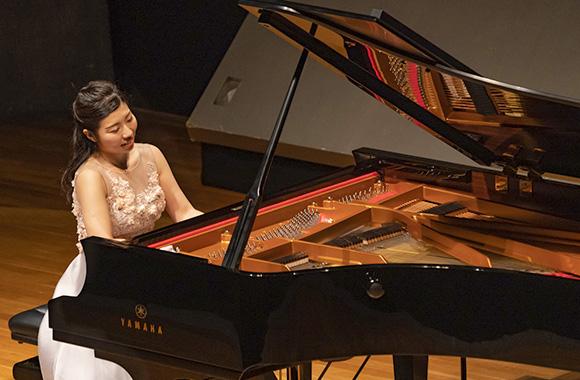 シューマン夫妻とブラームスへのあたたかいまなざしにあふれたリサイタル~梅村知世 ピアノ・リサイタル~